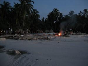 Notlager auf Medhufushi nach dem 2004er Tsunami.